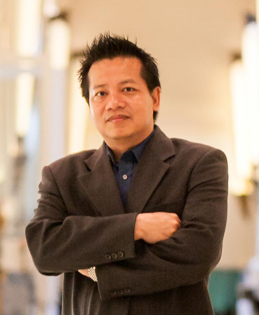 นายรณชัย  ไตรยสุนันท์ ผู้ช่วยกรรมการผู้อำนวยการ บริษัท เนอวานา ดีเวลลอปเม้นท์ จำกัด